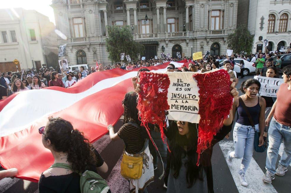 Renuncian funcionarios de DD.HH. del Gobierno de Perú tras indulto a Fujimori