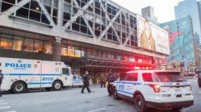 La policía y otros equipos de primera respuesta responden a una explosión reportada en la Terminal de Autobuses de la Autoridad Portuaria en Nueva York.