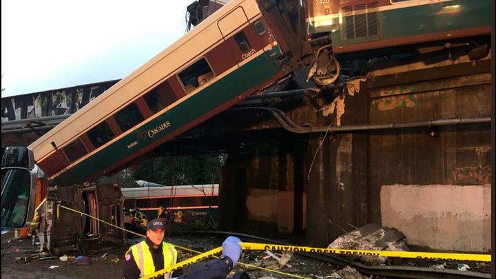 Un tren se descarrila en EE.UU y deja varios muertos