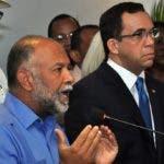 Eduardo Hidalgo habla en acto junto a Andrés Navarro.