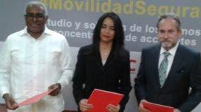 Rolando Guzmán, Claudia  de los Santos y Franklin León.
