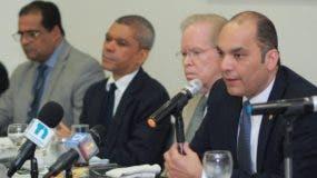 Enrique Ramírez junto al empresario  José Luis Corripio  Estrada, Gabino José Polanco y   Eduardo Rodríguez  .