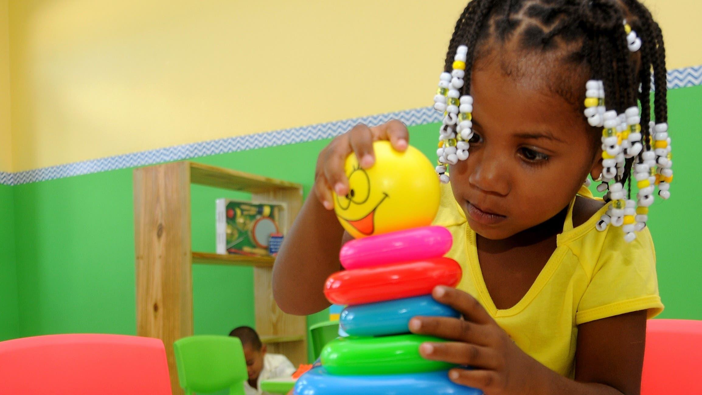 Es muy importante que los objetos sean de materiales no tóxicos, lavables y de tacto agradable.
