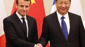 El presidente Emmanuel Macron junto a su par chino Xi Jinping.