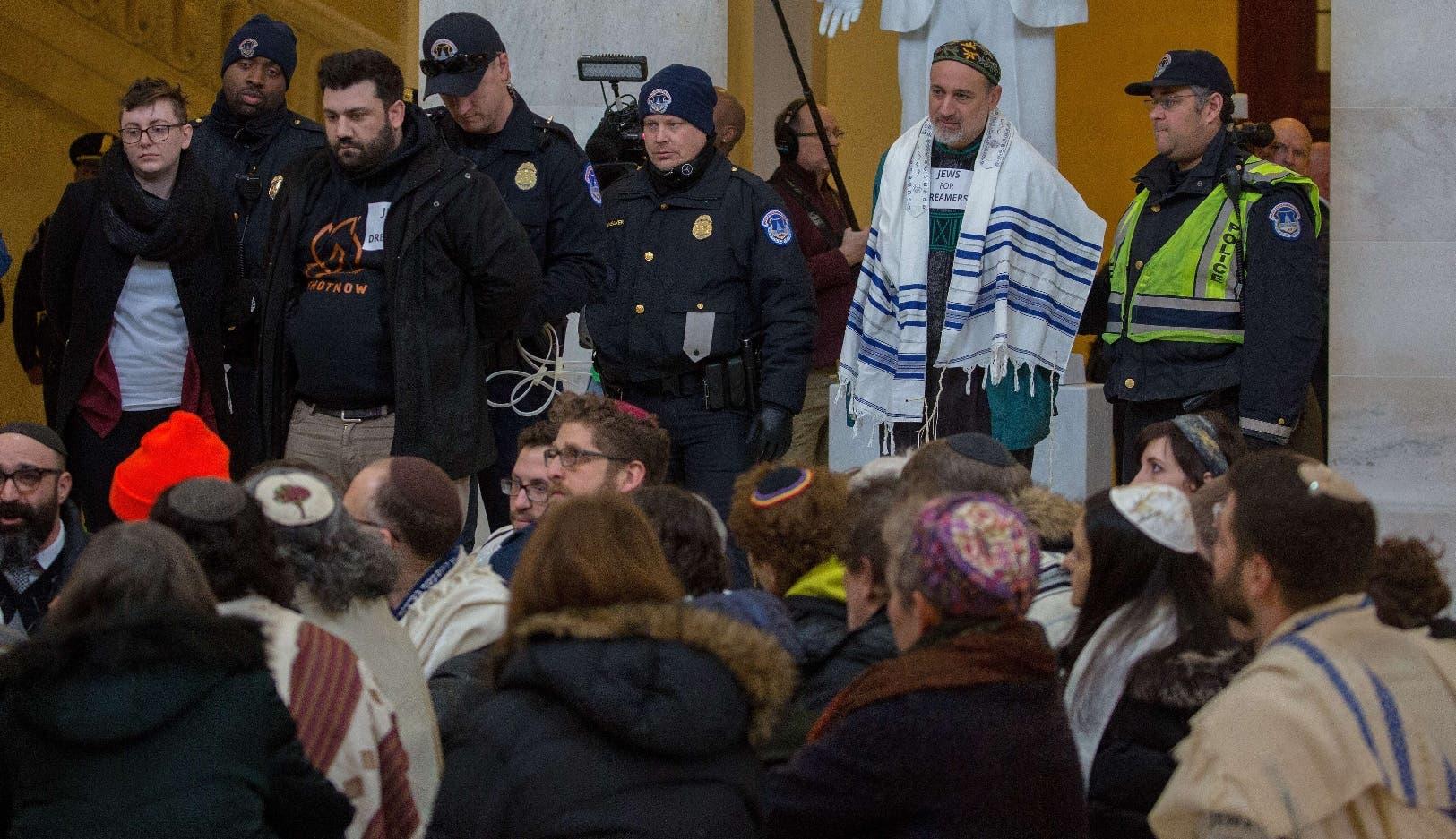 Varias organizaciones hispanas piden al Congreso que busque  una solución legislativa antes del próximo 5 de marzo.