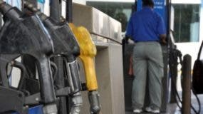 En el país, las gasolinas subieron RD$3   desde el viernes. ARCHIVO
