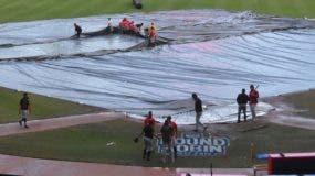 Las lluvias  caídas el domingo obligaron a la  suspensión del juego en el estadio Quisqueya.