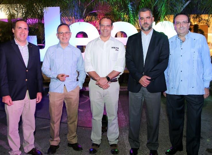 Arriba Donald Pimentel, Francisco Rodríguez, Alvin Ortega, Raúl Peña y Ángel García.