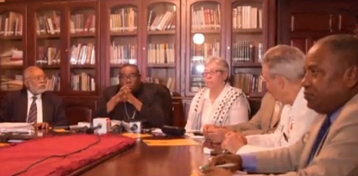 Representantes de sectores se reúnen en la sede de la Universidad Católica Santo Domingo.