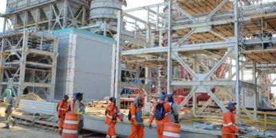 Bichara y Escuder aseguran que la generadora de Punta Catalina iniciará sus operaciones en este año.
