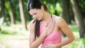 Las mujeres no tienden a reportar el dolor en el pecho del mismo modo que los hombres.