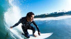 Estudios anteriores han demostrado que los surfistas pueden tragar 10 veces más agua de mar que otros deportistas acuáticos.