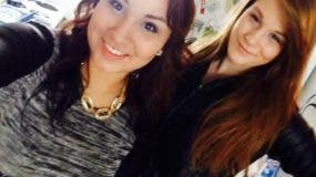El cinturón que vestía Cheyenne Antoine (izquierda) se puede ver en esta foto, en la que ella posa con su amiga Brittney Gargol pocas horas antes de su muerte. (Crédito: Facebook)