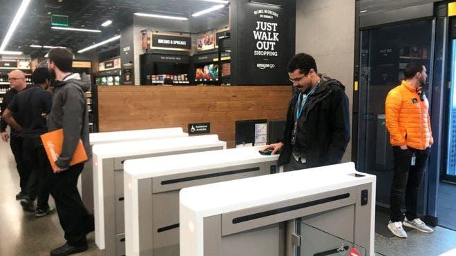 Cómo hizo Amazon para que su primer supermercado, Amazon Go, no tenga cajeros ni filas