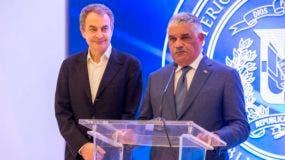 El canciller dominicano, Miguel Vargas, y el expresidente de España José Luis Rodríguez Zapatero.