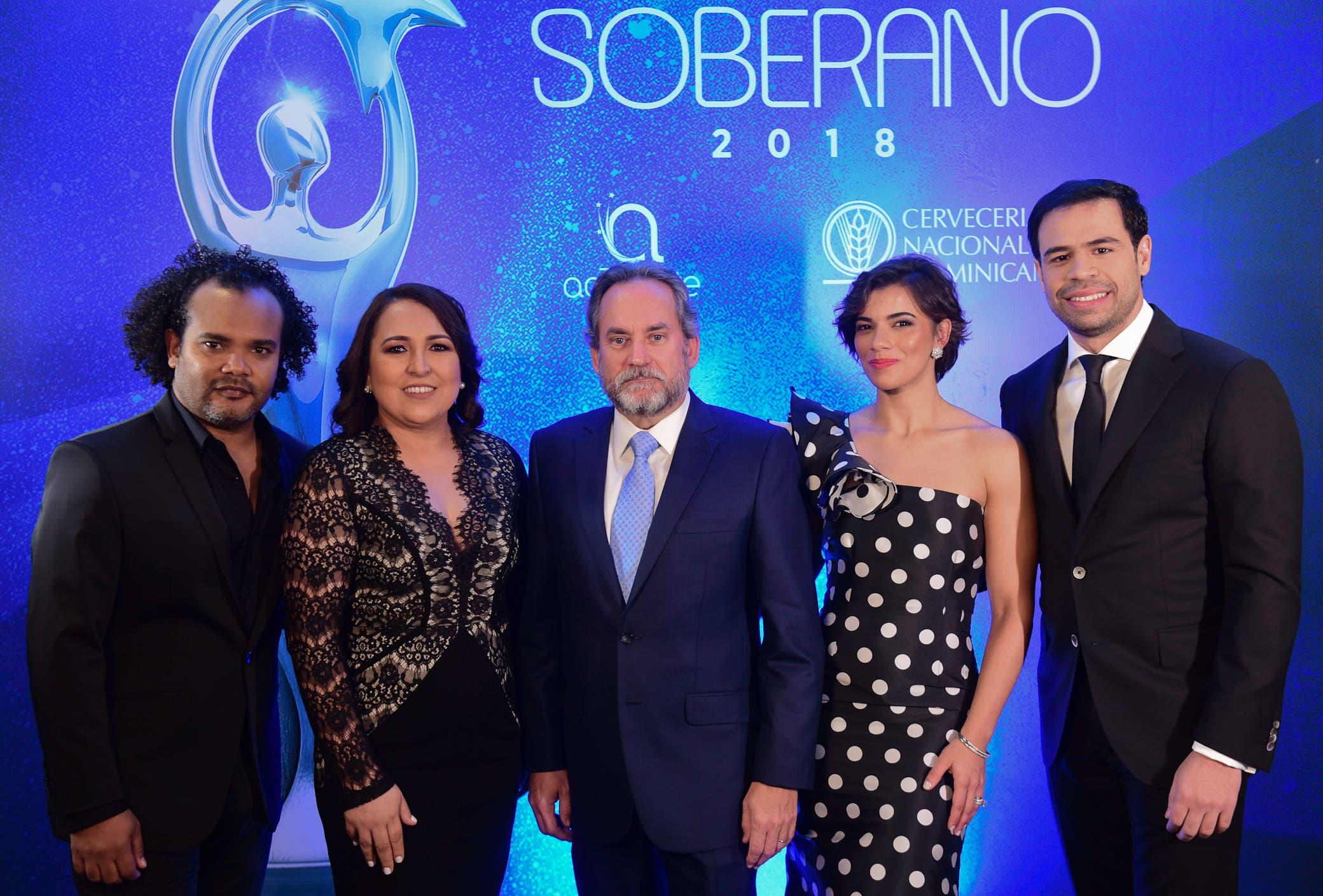 Alberto Zayas, Emelyn Baldera, Franklin León, Nashla Bogaert y Roberto Ángel.