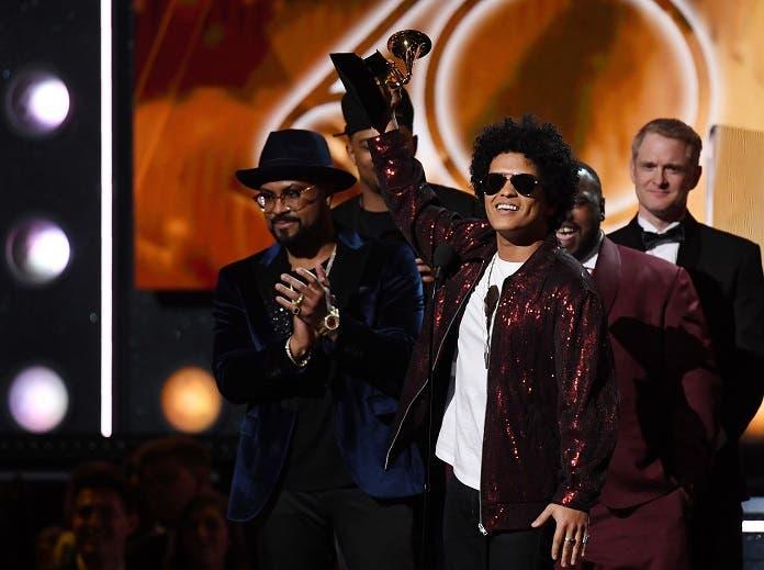 Mars ganó en todas las categorías en las que fue nominado y se alzó con seis gramófonos.