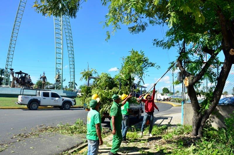 Dirección de Embellecimiento ejecuta operativo de limpieza en carreteras