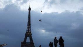 torre-eiffel-cerrada-fuertes-vientos_11637536
