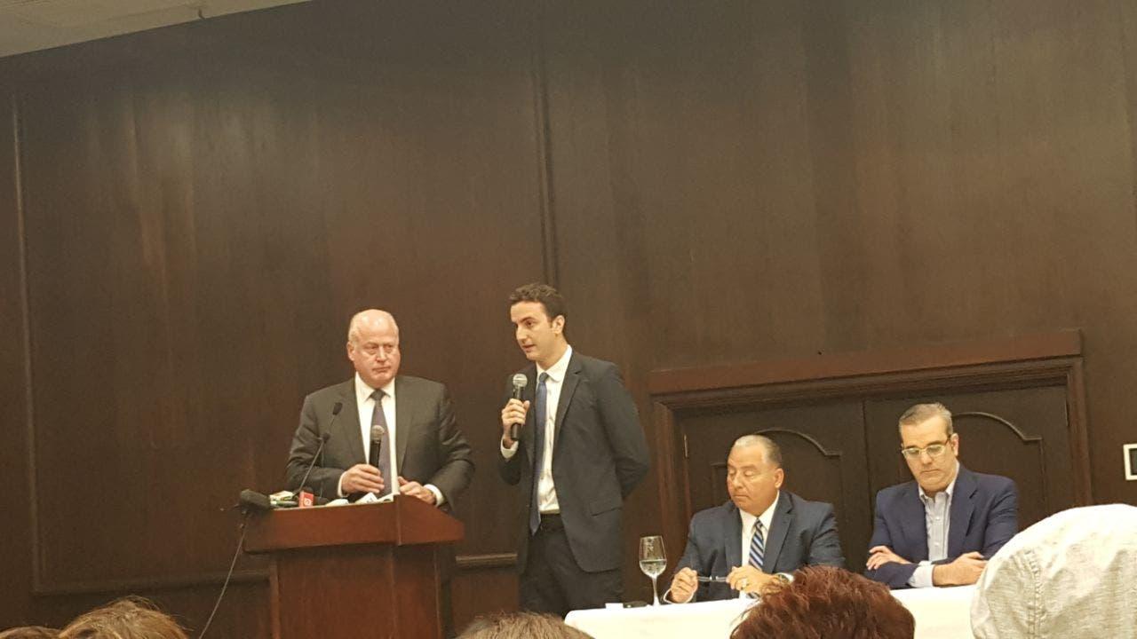 Abinader junto a los especialistas de la firma norteamericana Giuliani Partners.
