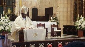 El reverendo padre Jesús Castro Marte durante la celebración de la homilía en la Catedral Primada de América.