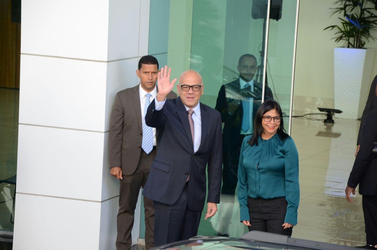 Jorge Rodríguez y Delcy  Rodríguez Gómez, representantes del Gobierno venezolano llegan a Cancillería para participar en diálogo. Foto: José de León