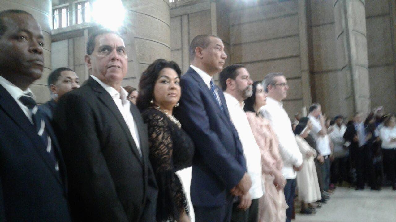 Abinader estuvo acompañado de una comitiva del PRM.