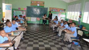 Estudiantes en reinicio de clases tras festividades.