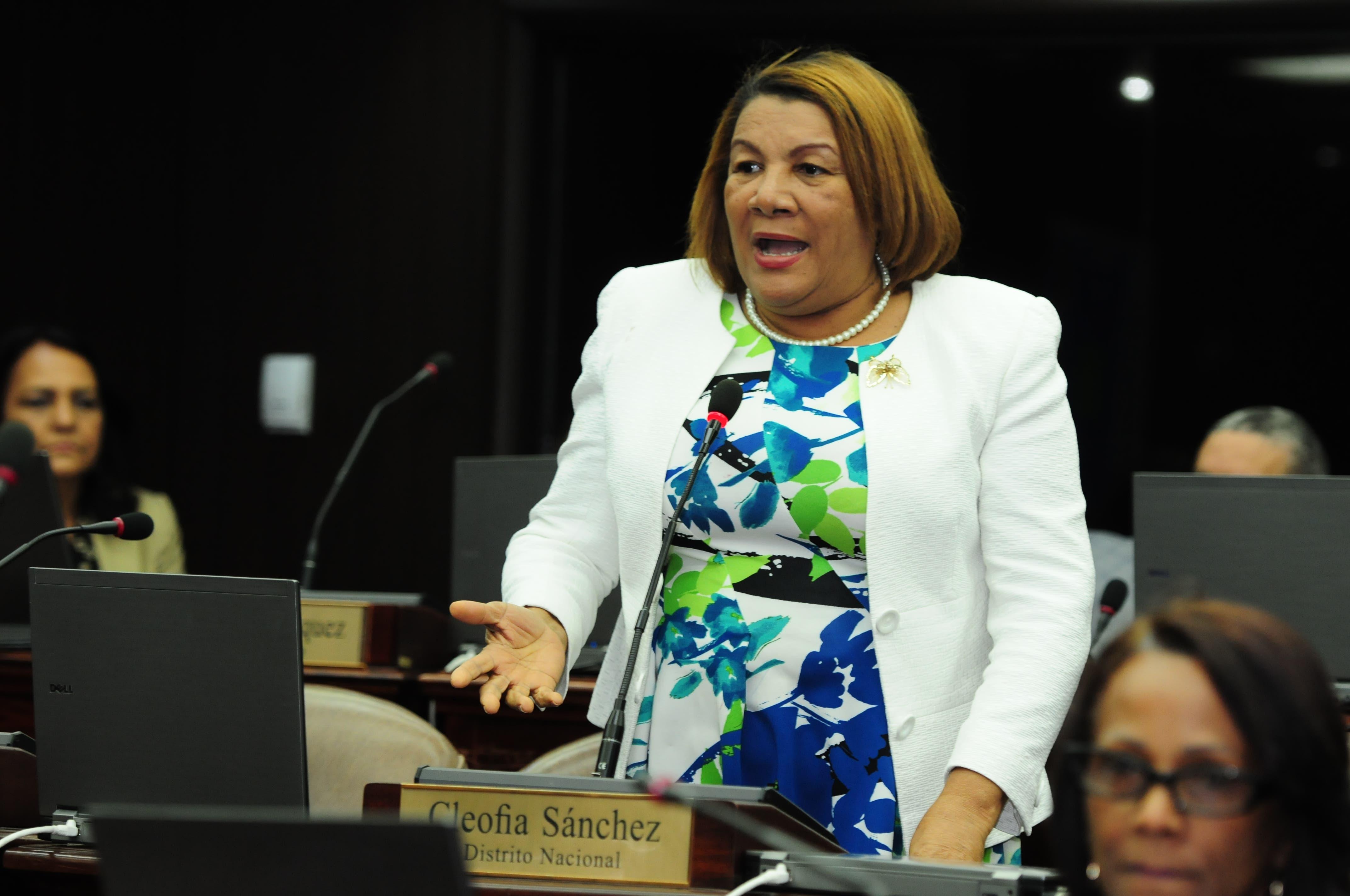 Diputados aprueban en proyecto ley que obliga servicio de salvavidas en balnearios