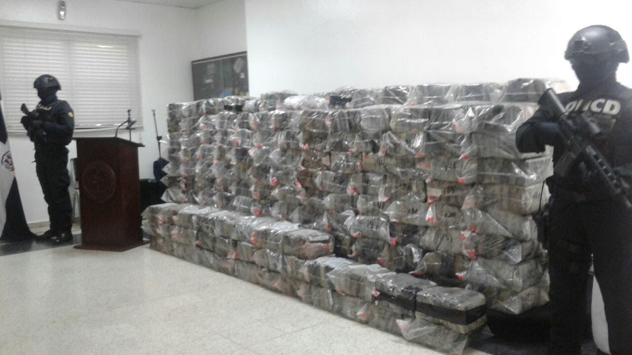 Autoridades confiscan 1502 paquetes presumiblemente cocaína