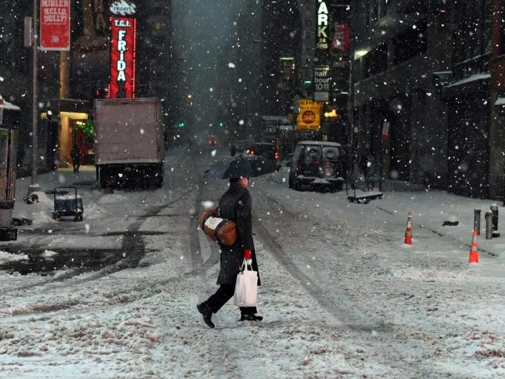 La tormenta invernal que golpea el miércoles el sureste estadounidense ha provocado alertas meteorológicas y el cierre de rutas en el norte de Florida y el sureste de Georgia.