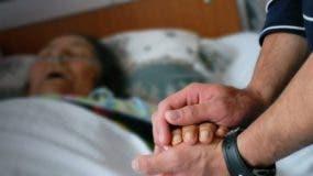 El anciano ayudó a su madre a morir cuando los médicos rechazaron su solicitud de practicarle la eutanasia y administrarle una dosis letal en el hospital.