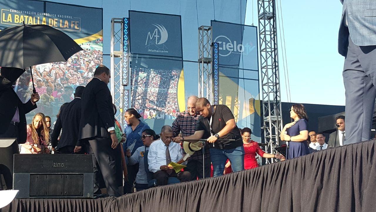 El pastor Molina sufrió un desmayo mientras predicaba. Foto: Degnis De León.