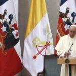 El papa Francisco pronuncia un discurso durante un encuentro con autoridades, miembros de la sociedad civil y el cuerpo diplomático en el Palacio de la Moneda, en Santiago de Chile. AP Foto/Alessandra Tarantino)