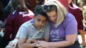 Amigos y familiares de las víctimas han expresado su angustia y desesperación.