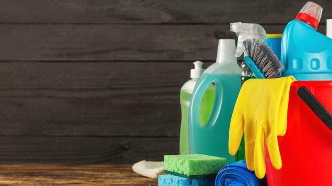 Productos de limpieza dañan la salud igual que fumar mucho