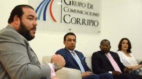 Víctor Gómez Casanova, Marino Lora, Aníbal Piña y Mildred Quiroz, en el Almuerzo Semanal del Grupo Corripio.  JOSÉ DE LEÓN.