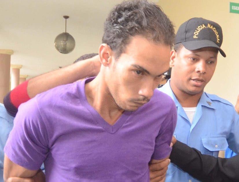Víctor Alexander Portorreal custodiado  por agentes.  archivo.