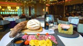 Los comensales pueden experimentar la variedad de sabores de nuestros platos típicos, pero con un toque gourmet.