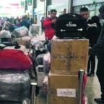 Pasajeros de aerolínea han protestado por dificultad.