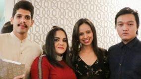 Niris Caba junto a los miembros del equipo de trabajo de la firma editorial Escrib & OS.