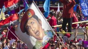 Miles de seguidores apoyan la candidatura de Nicolás Maduro a la presidencia.  AP