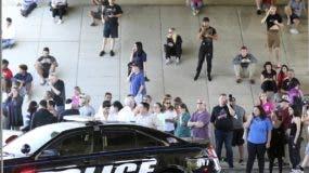 La masacre se produjo en  la escuela de secundaria Marjory Stoneman Douglas .  AP