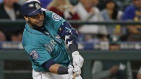 El dominicano Nelson Cruz se mantiene como uno de los bateadores más temibles en las Grandes Ligas.  Ap