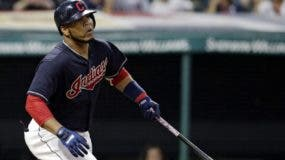 El dominicano Edwin Encarnación va a su segundo año del contrato de US$60 millones que firmó con Cleveland.  Ap
