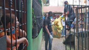 Miembros del Inacif  realizaron  el levantamiento de los cadáveres  al mediodía de ayer. Elieser Tapia