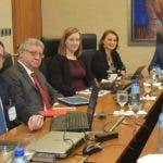 Héctor Valdez Albizu, gobernador del Banco Central, con misión del FMI.  fuente  externa.