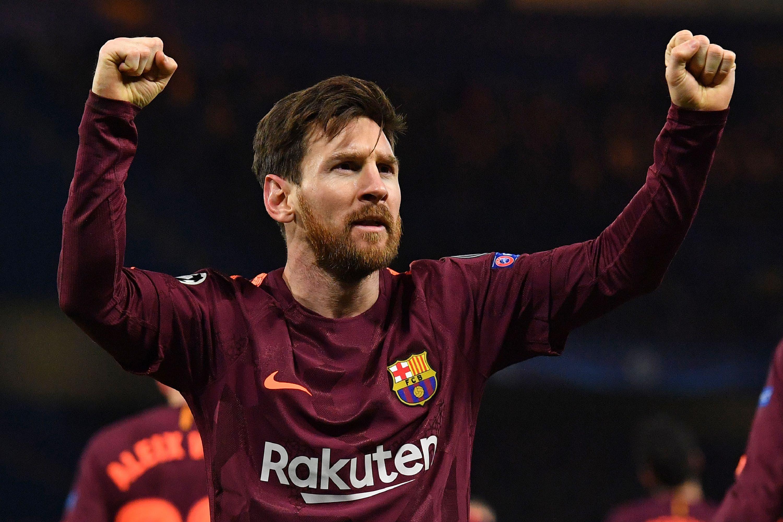 El delantero argentino del Lionel Lionel Messi celebra su primer gol en el partido de ida de los dieciseisavos de final de la UEFA Champions League entre Chelsea y Barcelona en el estadio Stamford Bridge de Londres el 20 de febrero de 2018. / AFP / Ben STANSALL