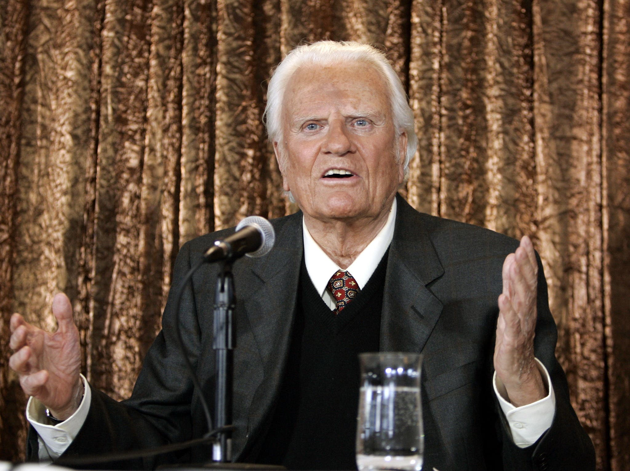 (Archivo)El evangelista Billy Graham murió en su casa en Carolina del Norte a los 99 años. / AFP / Timothy A. CLARY