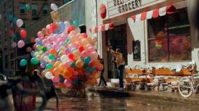 En esta imagen cortesía de Coca-Cola se muestra una escena del anuncio de la compañía para el Super Bowl. (Coca-Cola via AP)
